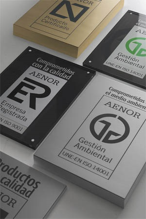 Presentation of certificates on AENOR plaques